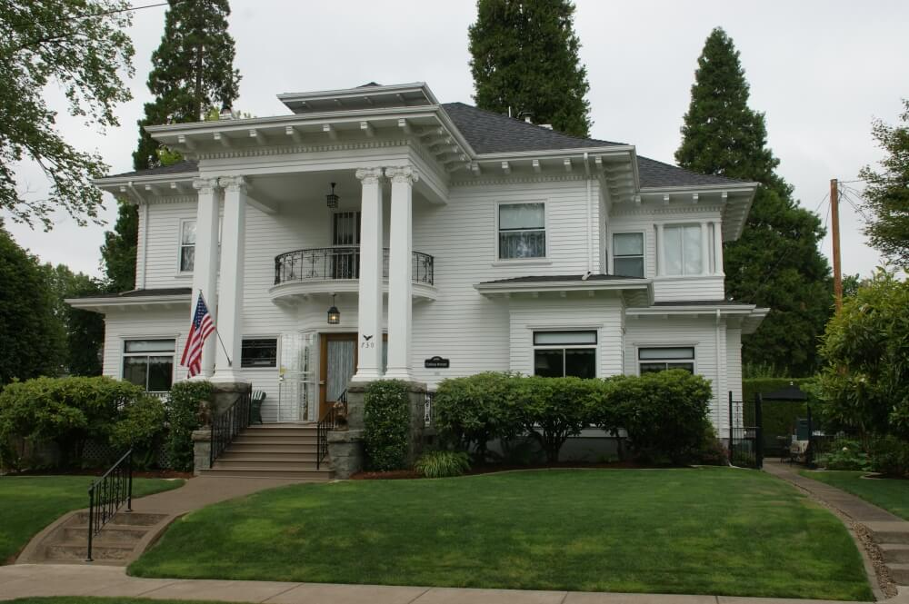An historic house in Albany Oregon